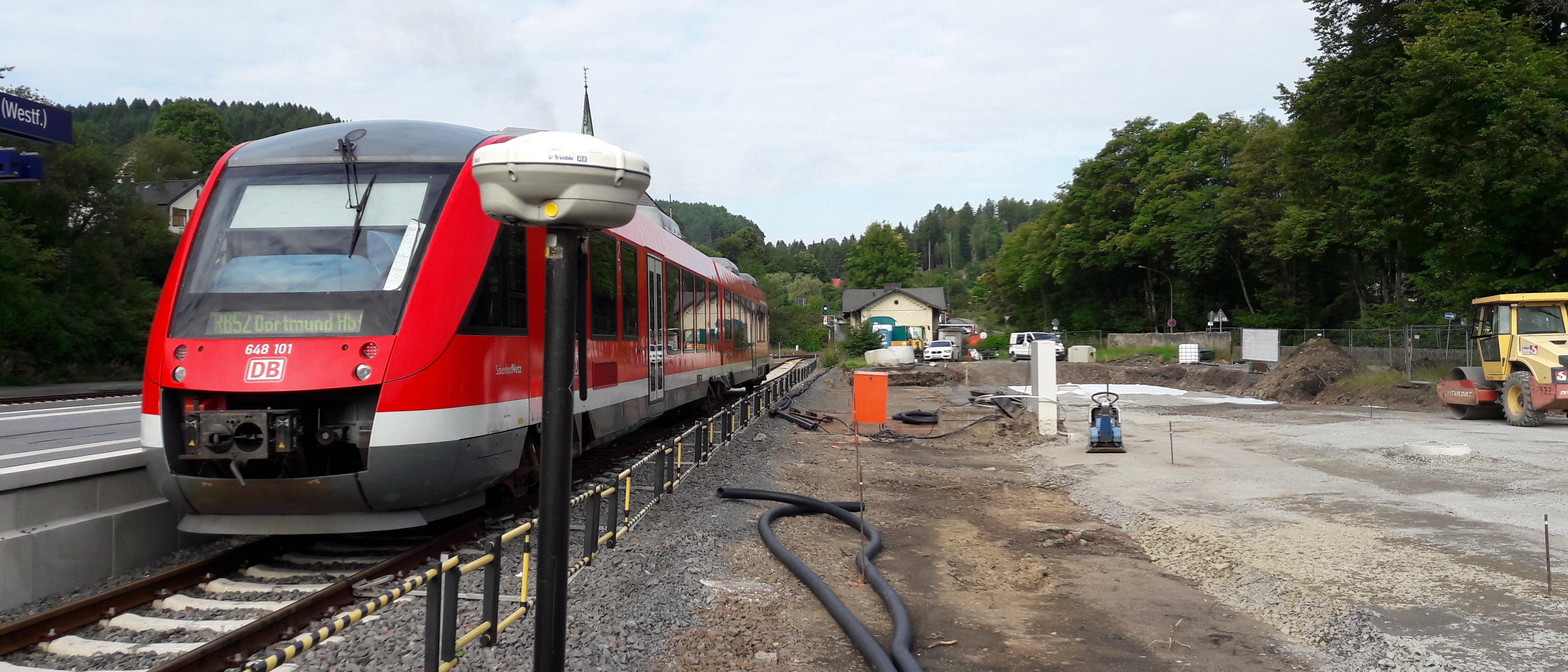 Zug RB52 im Bahnhof Brügge